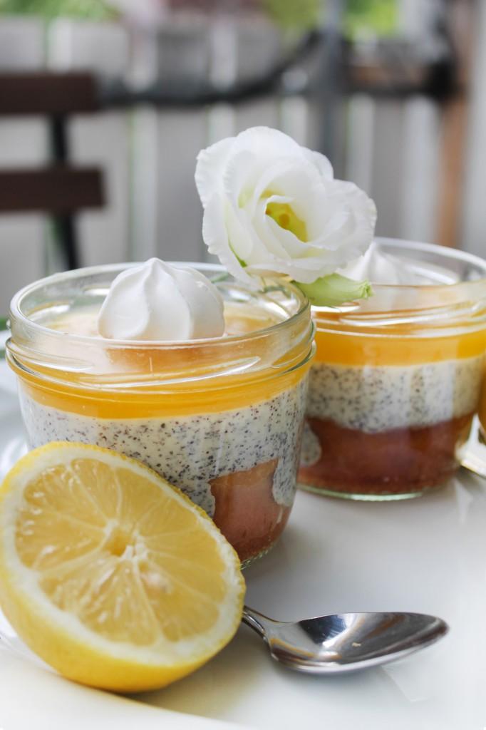 zitronenkuchen im glas dessert mit mohnquarkcreme lemon curd stadt land food. Black Bedroom Furniture Sets. Home Design Ideas