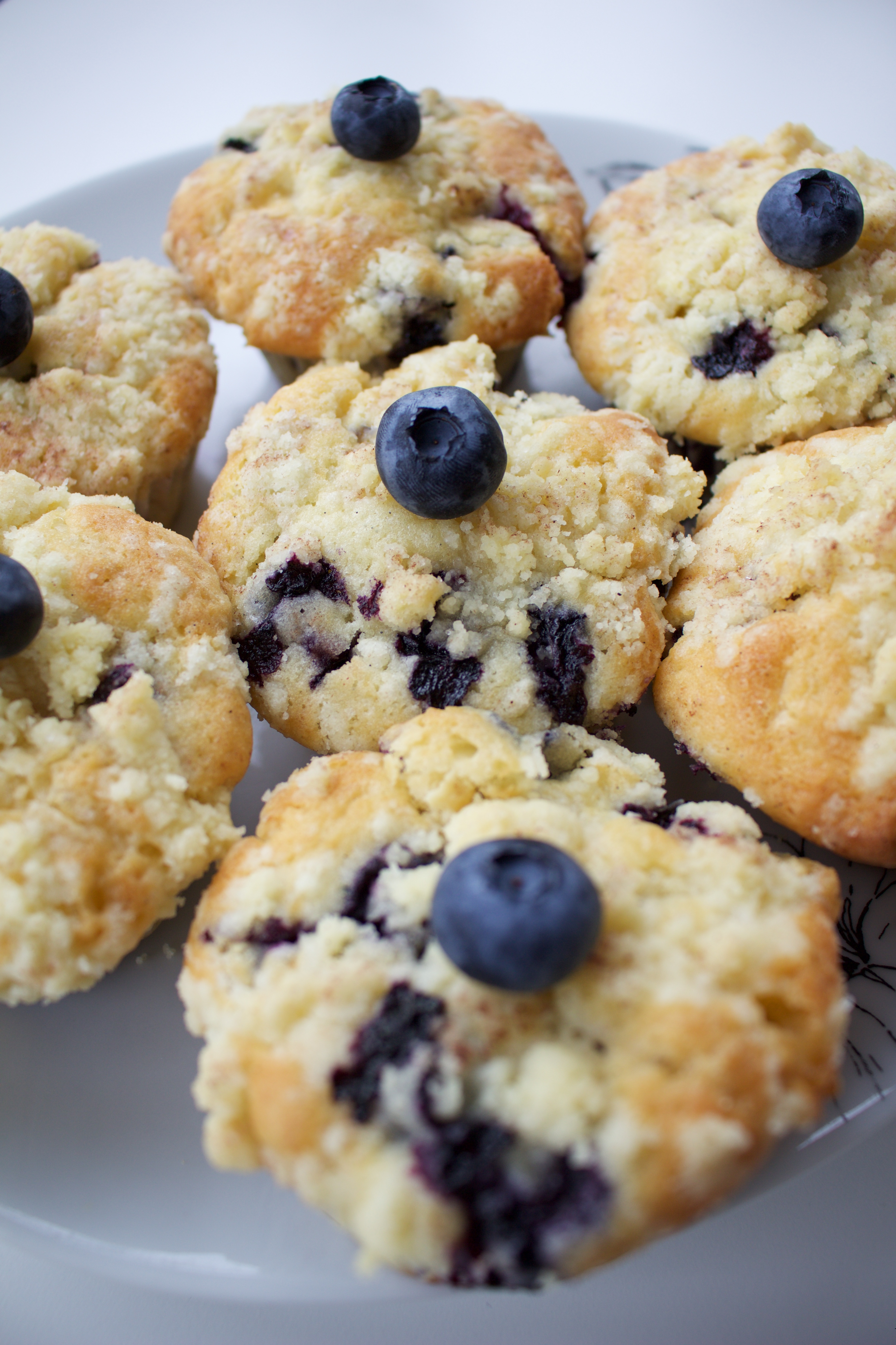 heidelbeer muffins mit wei er schokolade und streuseln stadt land food. Black Bedroom Furniture Sets. Home Design Ideas